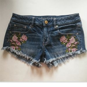 AEO Denim Embroidered Shortie Shorts Size 4 Roses